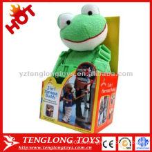 La seguridad de animales de la rana muñeca de felpa con el bebé caminando asistente