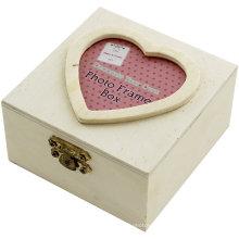 Caixa de madeira pequena com inserção de foto de coração Caixa de madeira pequena com inserção de foto de coração