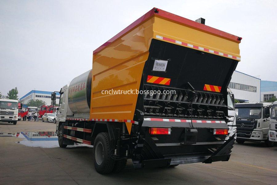 Synchronous gravel sealing vehicle 3