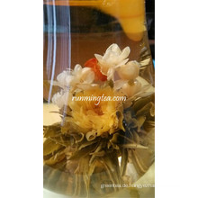 Glücksschmetterling Tanzen Schöne blühende Teekugeln