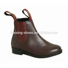 Monter les bottes élastiques à côtés