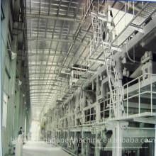 Machine de fabrication de papier pour panneaux duplex blanc