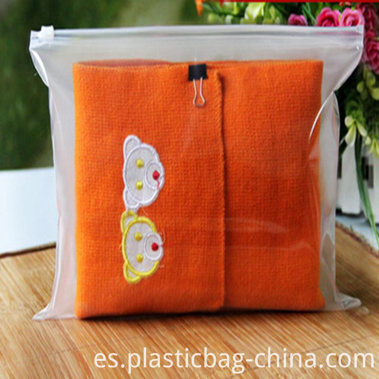 EVA-Frosted-Zipper-Bag-for-Packing