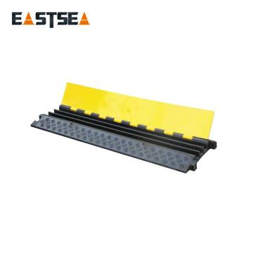 Schwarzer und gelber kleiner Typ 3-Kanal-Gummi-Bodenkabelschutz