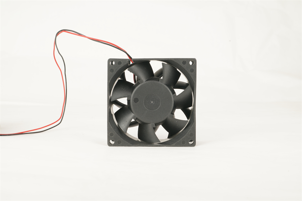 Sleeve bearing DC axial fan