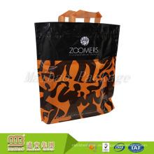 Las bolsas de asas plásticas reforzadas Pe del precio bajo hecho a la medida del OEM del OEM con las manijas suaves del lazo