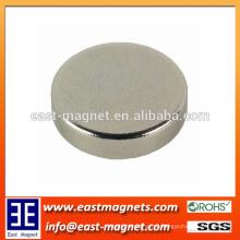 Uso do tamanho do disco para o ímã sinterizado industrial do ímã do neodímio / ímã redondo do ndfeb da forma redonda para costume-feito