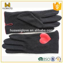 Luvas de lã pretas bonitinho sem luvas com couro em forma de coração vermelho