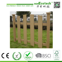 Joli jardin regardant extérieur écologique utilisant la clôture de WPC