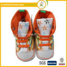 2015 zapatos de bebé encantadores de los deportes de la venta caliente y zapatos de los deportes de los cabritos