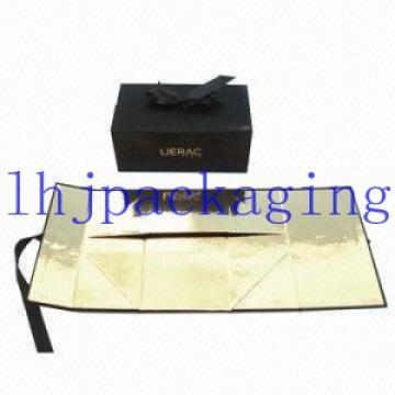Caja de cartón negra plegable con sellado de lámina y cierre de imán