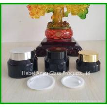 Botella cosmética de vidrio con tapas internas blancas y tapas negras
