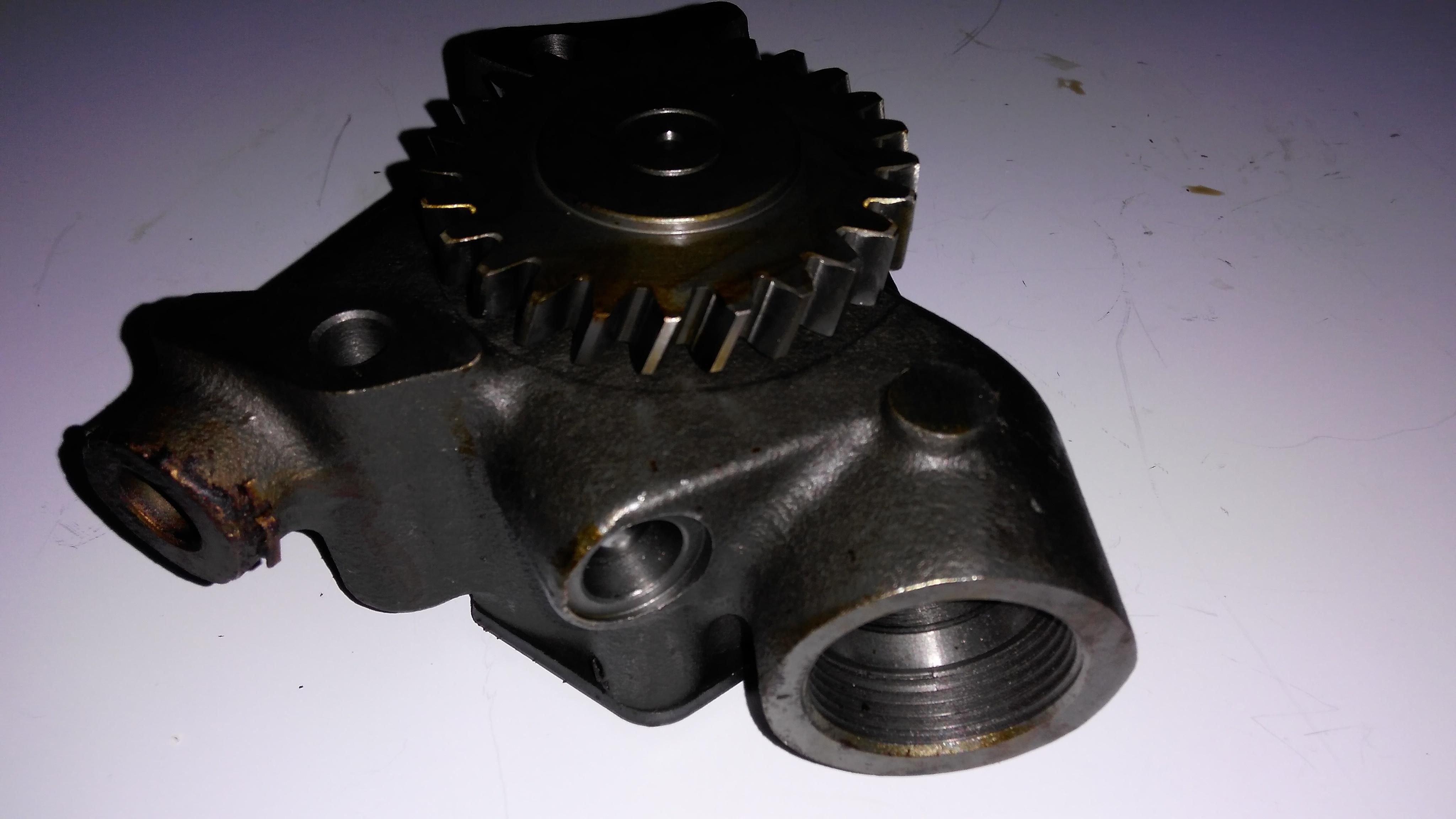 F6L913 oil pump 1
