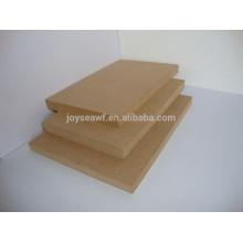 Panneaux de fibres MDF à densité moyenne largement utilisés pour les meubles ou la décoration
