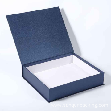 Book shaped magnetic closure paper box