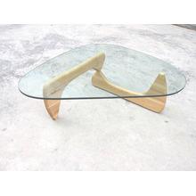 Mesa de café Isamu Noguchi com tampo de vidro