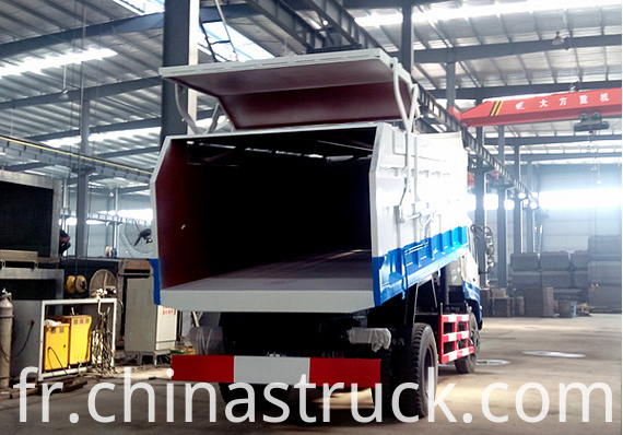 Self discharging waste collect truck
