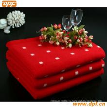 Красное белое круглое одеяло