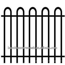Hogar o protección del jardín usando la cerca decorativa hermosa