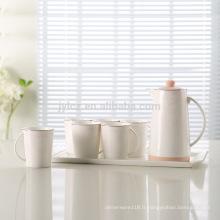 Élégant pot de thé en céramique arabe