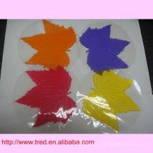 La almohadilla pegajosa / antideslizante de la hoja de arce mágica para accesorios de decoración interior del coche