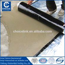 Selbstklebende, feuchtigkeitsabweisende Bitumen-Verbundmembranprodukte