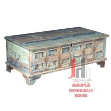Antigua mesa de almacenamiento de antigüedades