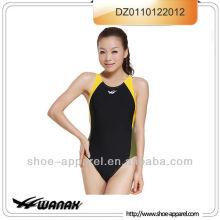 Amostra nova do swimwear das mulheres do projeto 2014 disponível