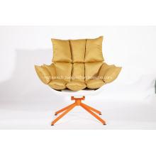 chaise en écorce blanche avec coussin de siège orange