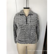 Casaco de lã com decote redondo