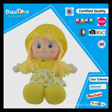 La niña feliz barata juega la muñeca del friut 24inch