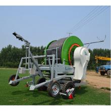 irrigation par enrouleur de flèche et d'arrosage