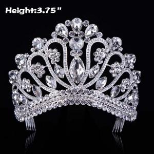 Coronas de cristal transparente con grandes diamantes