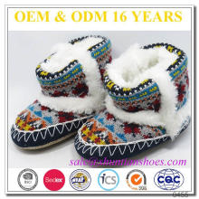 Lovely gestrickte Baby-Winter-Baby-Schuh mit weichen Wildleder-Sohle
