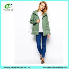 Vêtements trench manteaux femme élégante au printemps avec capuche