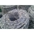 Arame farpado galvanizado / Arame farpado revestido de PVC / Arame de Barbela