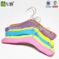 Cintres en bois de haute qualité coloré bébé vêtements