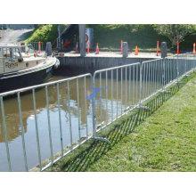 Flussufer Crowd Control Zaun