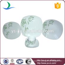 Квадратная керамическая посуда с зеленым дизайном