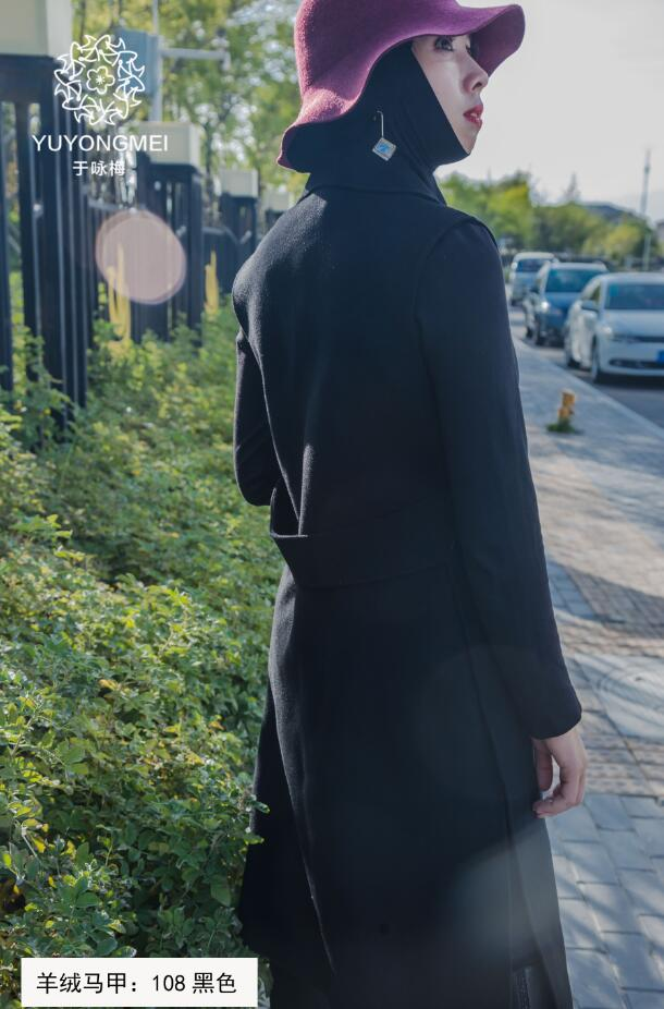 Black Sleeveless Dust Coat