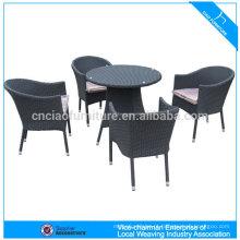 Mesa redonda e cadeiras de vime sintético de alumínio