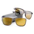 Óculos de sol de moda com quadros e templos de lentes removíveis