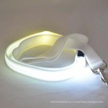 Correa de perro luminosa blanca retráctil
