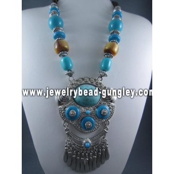 Chunky necklace fashion jewelry