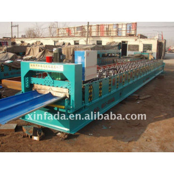 Joint hidden roll forming machine