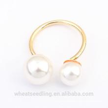 El oro puro simple de la manera plateó el anillo de bodas de la perla