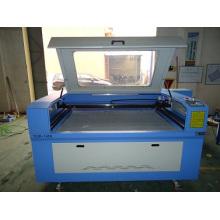 Machine très bon marché de laser de CO2 pour la coupe et la gravure