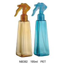 Bouteille de pulvérisateur en plastique pour le nettoyage ménager (NB392)