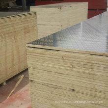 La oferta de China hizo frente a la madera contrachapada o marina