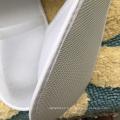 L'usine de la Chine a fait directement la pantoufle d'hôtel en plastique non-tissée dans la semelle d'eva